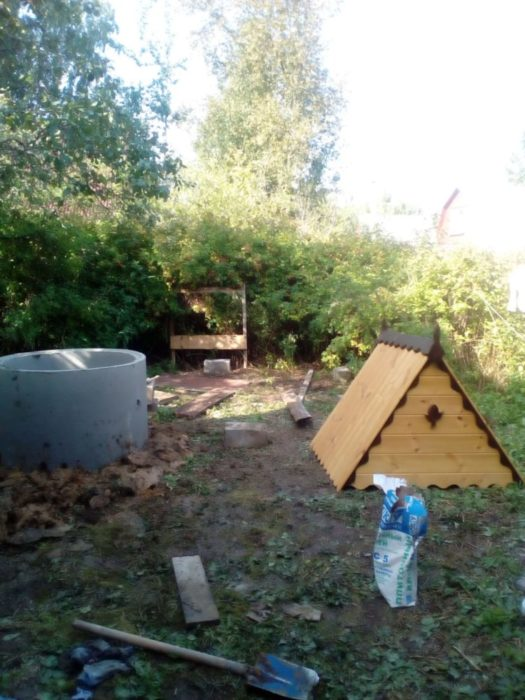 Установка домика на колодец