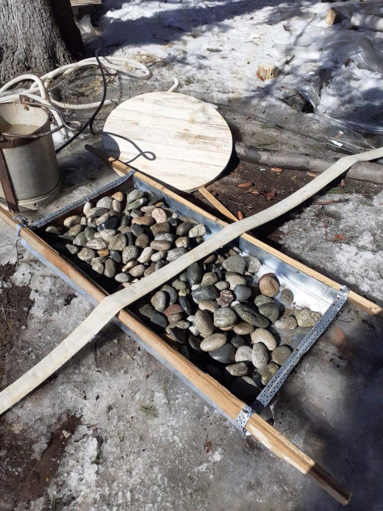 Чистка колодца и установка щита с камнями